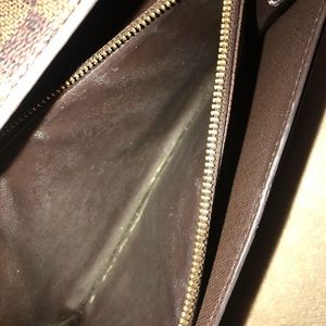 Louis Vuitton Bags - Louis Vuitton wallet slightly used